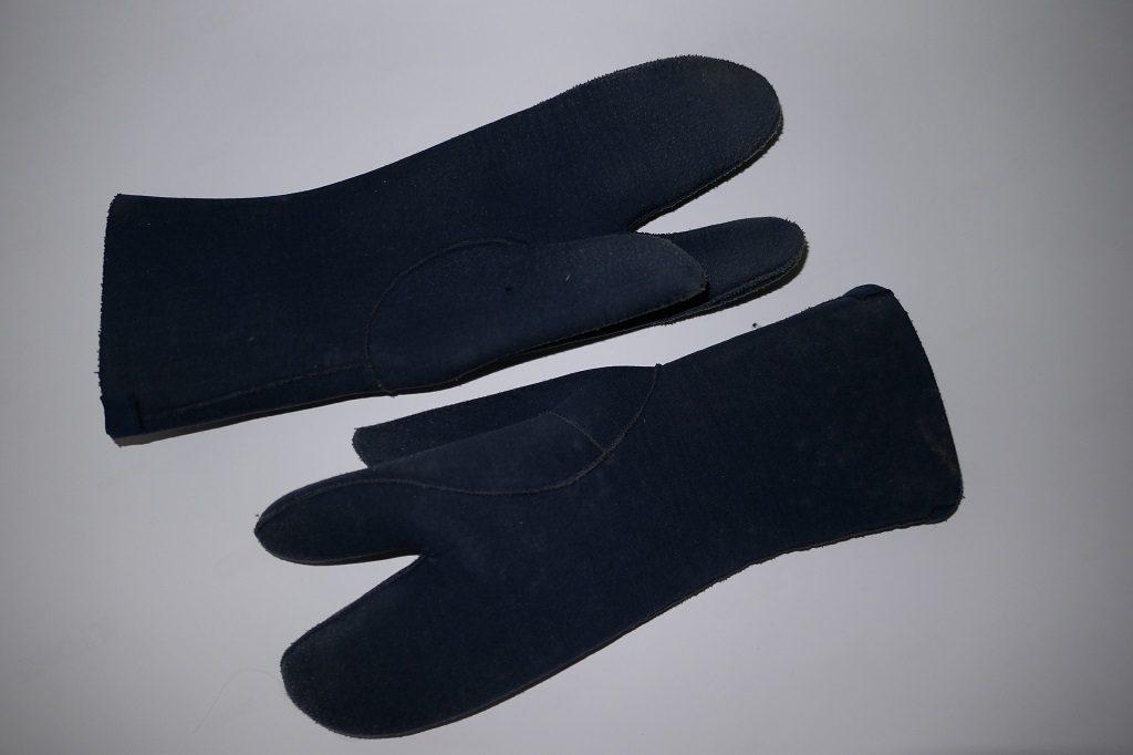 Dreifingerhandschuhe